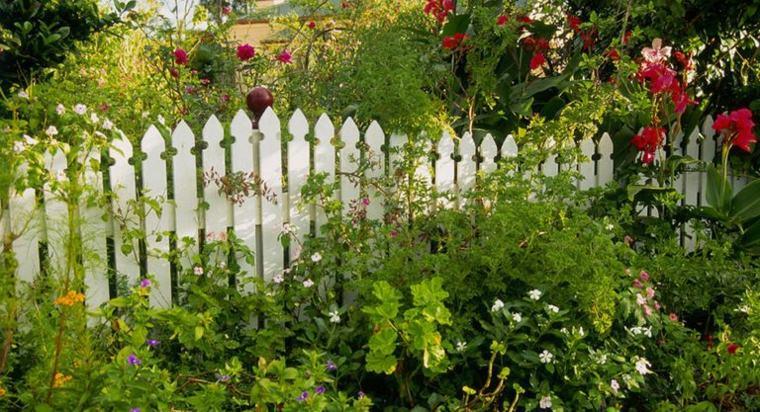 ideas para jardines-valla-madera-blanca-estilo