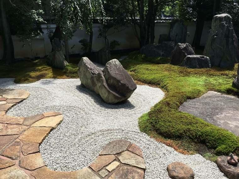 jardin-japones-losas-piedras-plantas