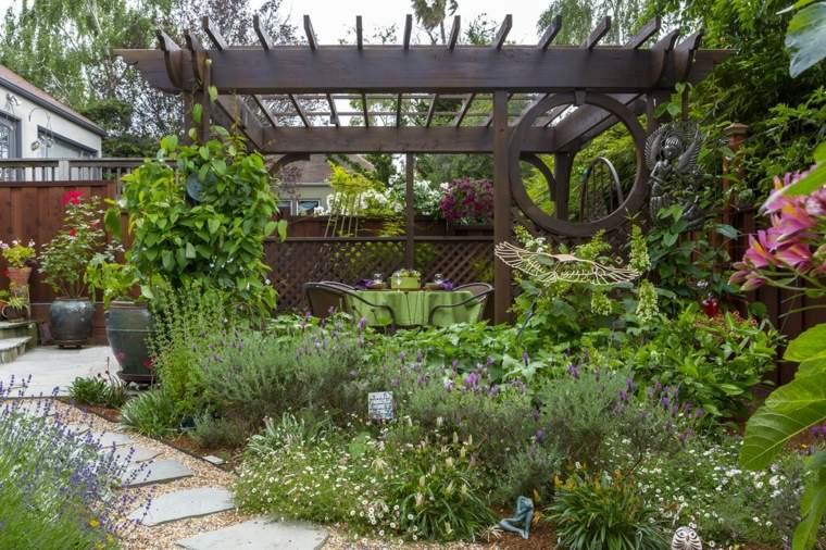 jardin-plantas-pergola-elaborada-estilo-moderno