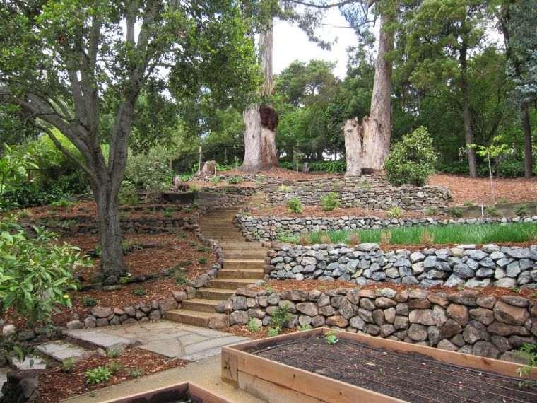 jardin-terrazas-diseno-escalera-piedras