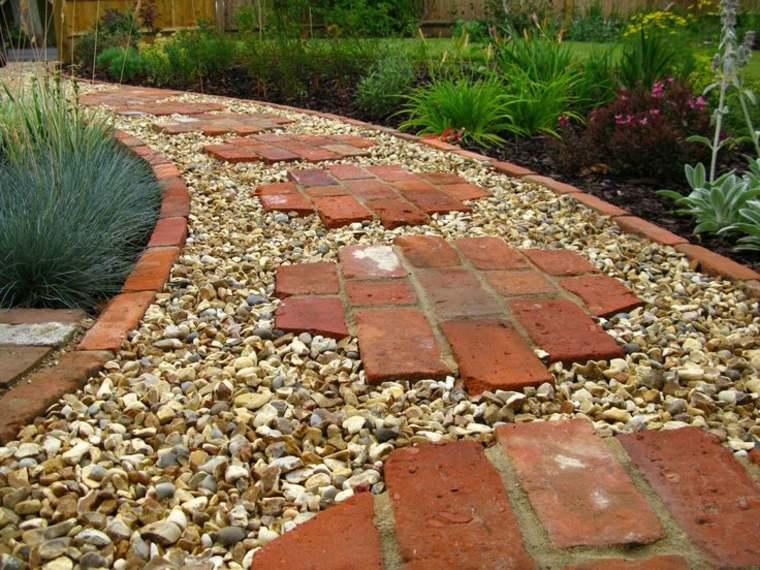 jardinería sendero-grava-ladrillos