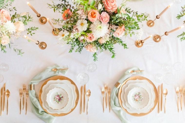 mesa-color-dorado-vajilla-opciones