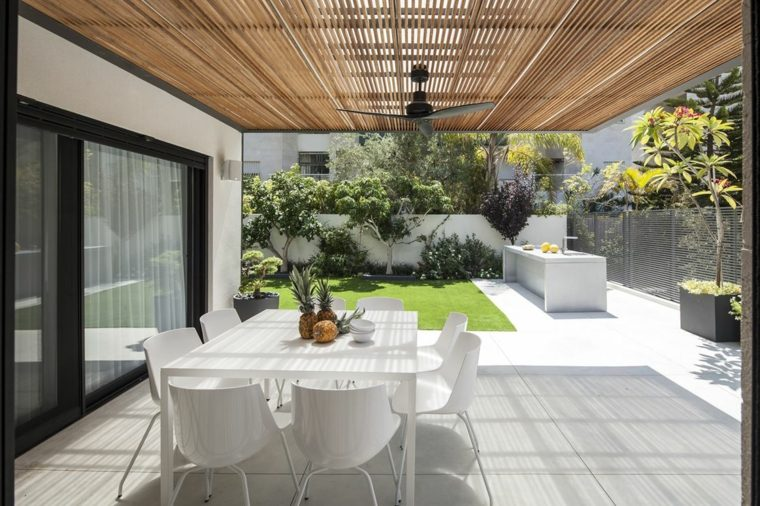 muebles-blancos-jardin-moderno-estilo-original