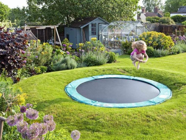 parque infantil con-trampolin