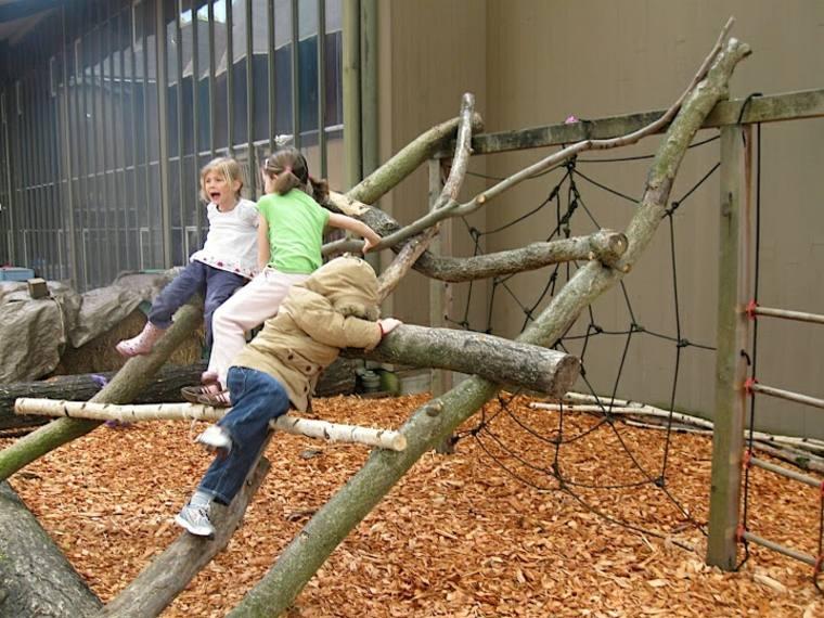 parque infantil de-troncos