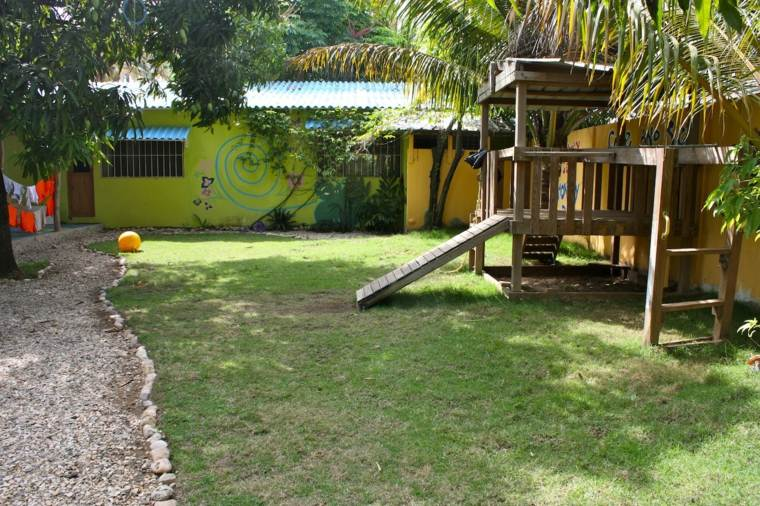 parque infantil en-el-jardin