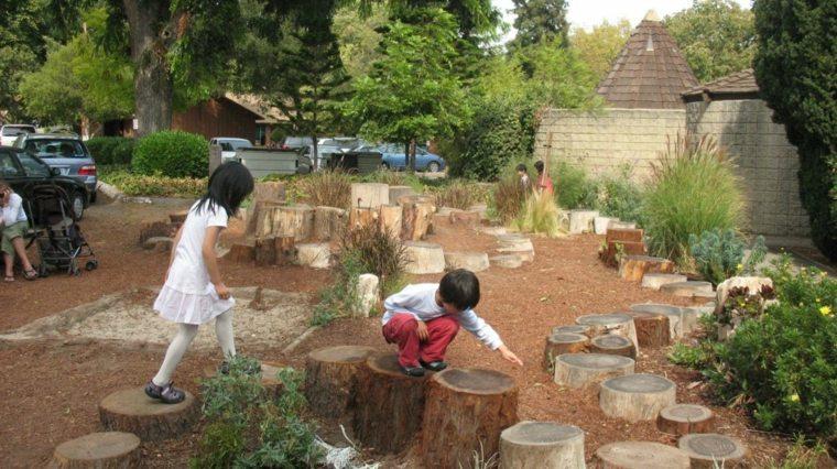 parque infantil troncos