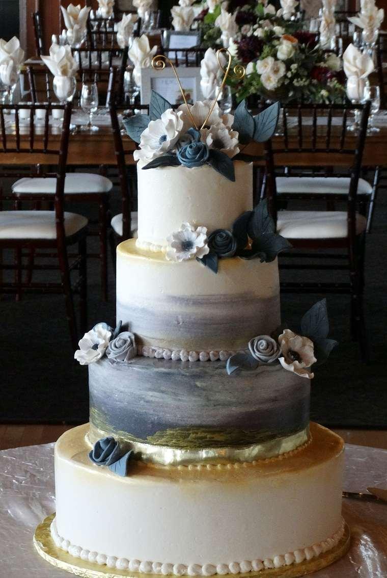 pastel-bello-decorado-flores-color-azul