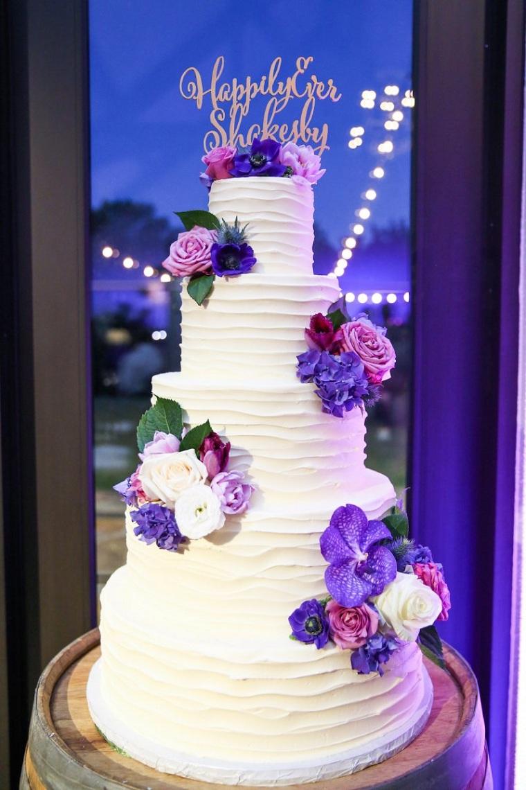 pasteles-de-boda-flores-color-purpura
