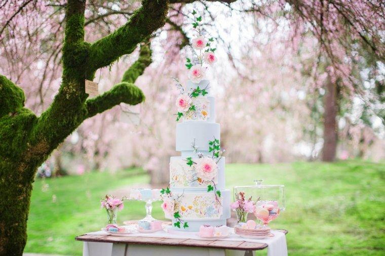 pasteles-de-boda-opciones-altos-decorados-flores