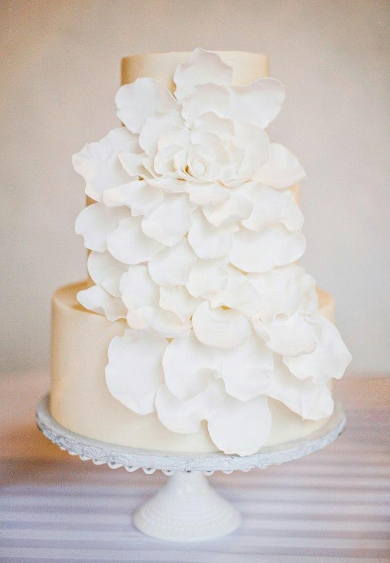 pasteles-de-boda-opciones-blancos-petalo-grandes