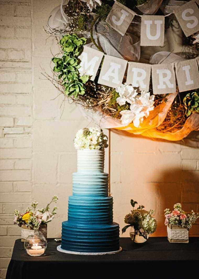 pasteles-de-boda-opciones-estilo-ombre-azul-flores