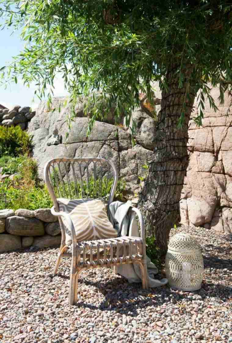 Decorative stone tips for gardens