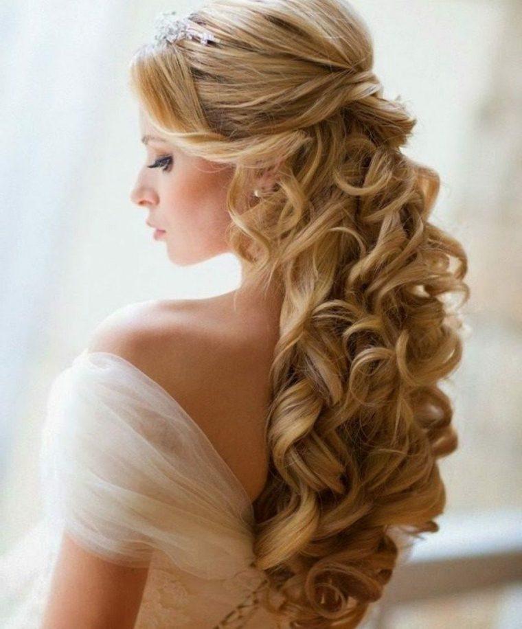 Peinados altos semirecogidos