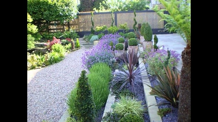 Uses of decorative stone for gardens