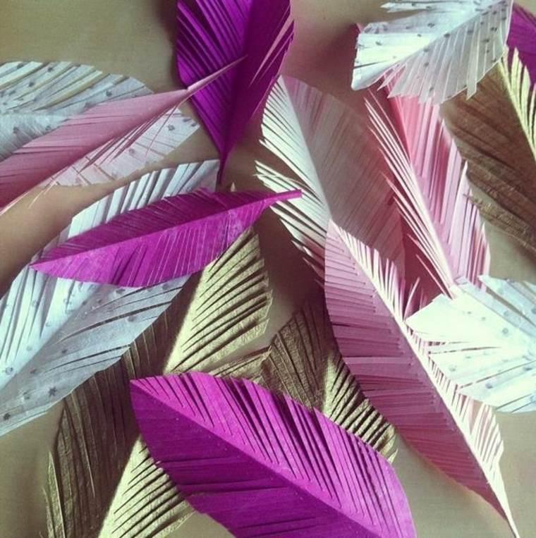 Recortar muchas plumas de papel de distintos colores