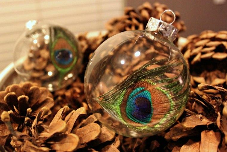 Ornamento de navidad con pluma de pavo real