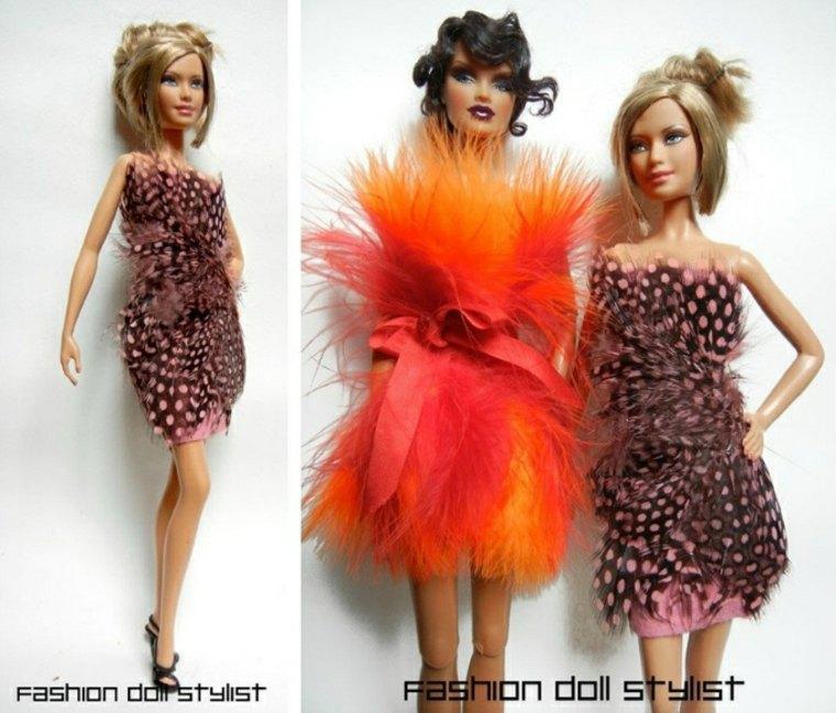 Vestidos de muñecas con plumas