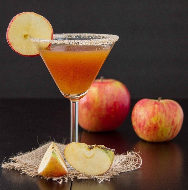 recetas-de-cocteles-hierbas-verano-canela-martini-manzana