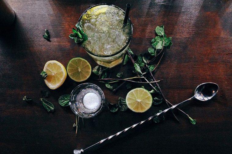 recetas-de-cocteles-hierbas-verano-hierbas-alcohol-sabor