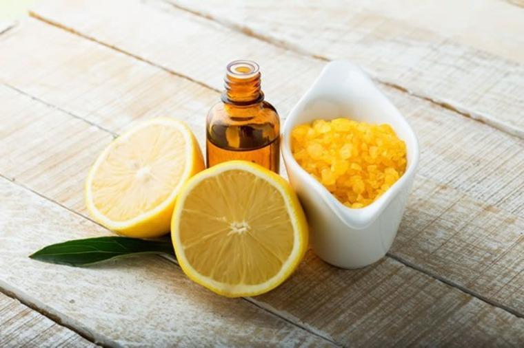Aceites esenciales, especialmente leñosos, como pino, enebro, ciprés