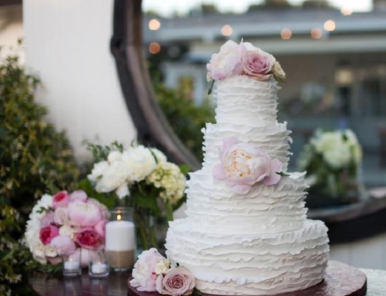 tarta-blanca-decorada-flores-ideas