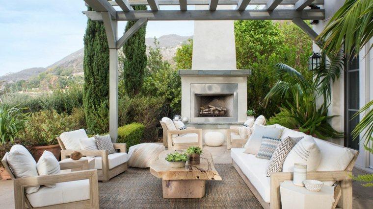 terraza-chimenea-pergola-opciones-muebles-madera