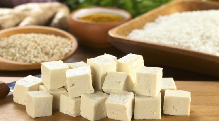 tofu cortado-en-cubitos