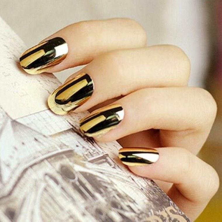 uñas-metalicas-doradas