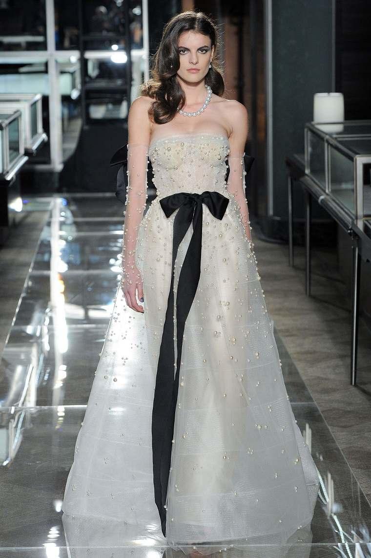 Vestidos de novia con detalles en negro