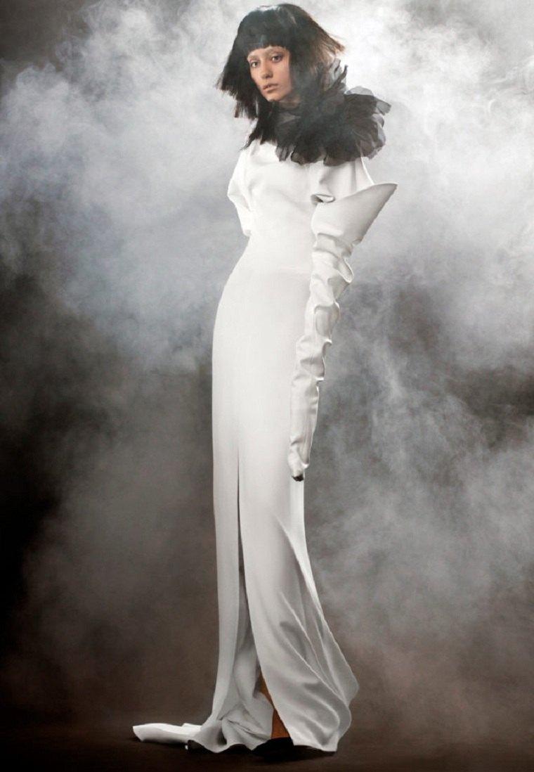 vestidos-novia-detalles-negros-Vera-Wang-2018-diseno