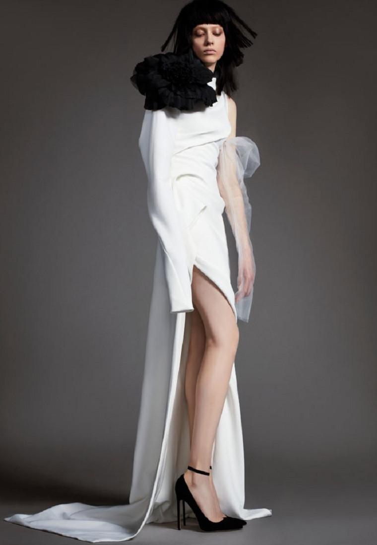 vestidos-novia-detalles-negros-diseno-Vera-Wang-2018