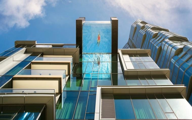 alberca-transparente-en-edificio