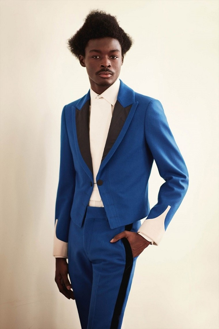 alexander-mcqueen-traje-azul-rayas-negras