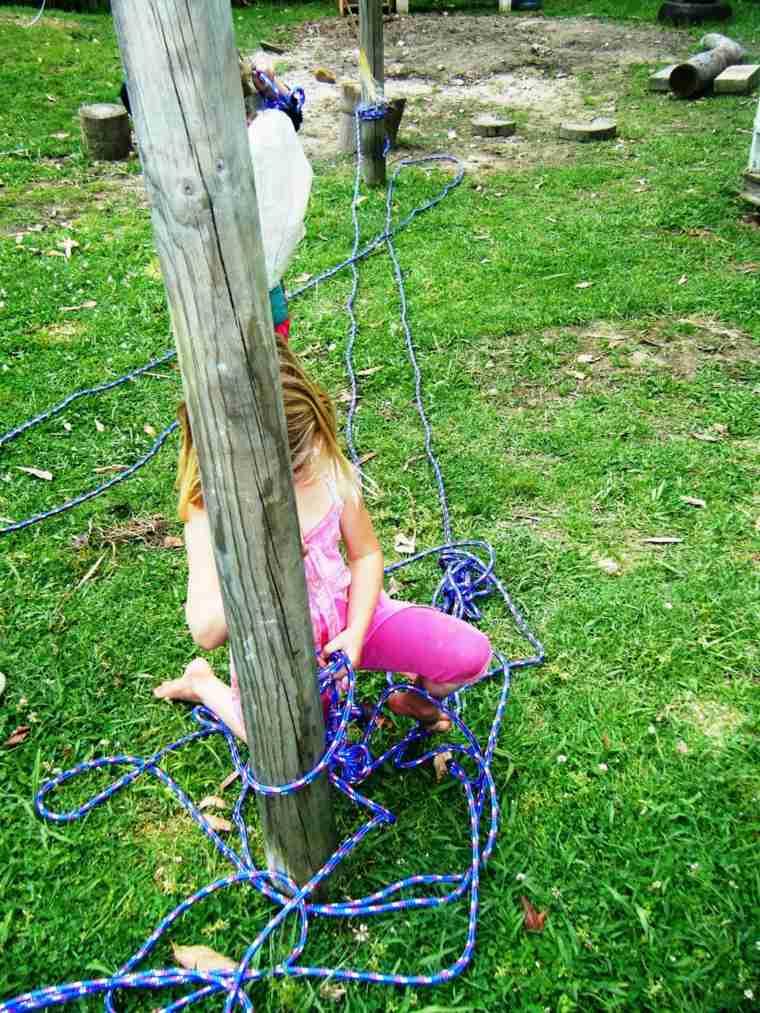 atar-la-cuerda-al-árbol