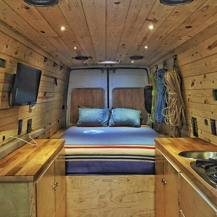 autocaravana-interior-de-madera