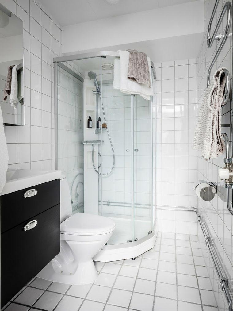 bano-blanco-lavabo-negro-opciones-espacios-pequenos