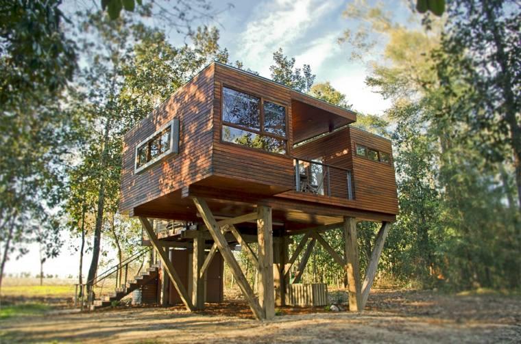 casas de madera modernas en el bosque