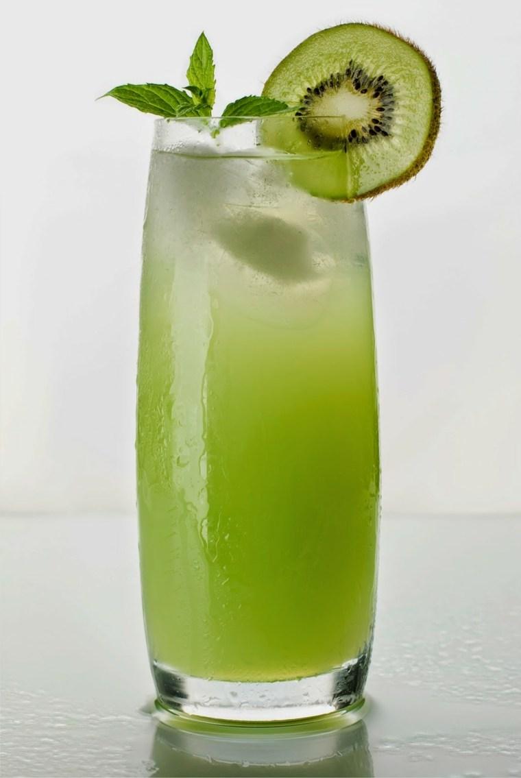 coctel de frutas-kiwi-soda