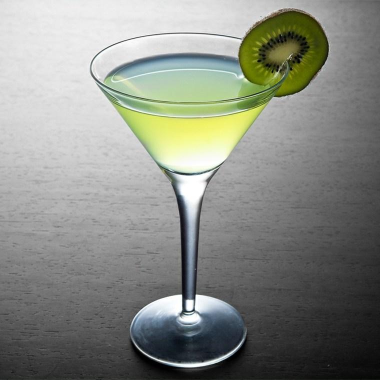 cocteles con alcohol-caseros-kiwi-soda