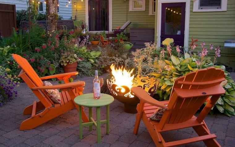 decoracion-de-exteriores-jardin-muebles-color-naranja-estilo-moderno