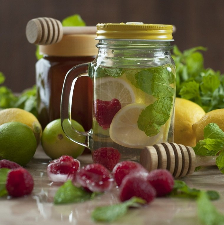 dieta para adelgazar-recetas-agua-frambuesas-menta