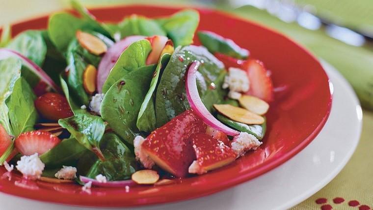 ensalada-espinacas-fresas-opciones-saludables-primavera