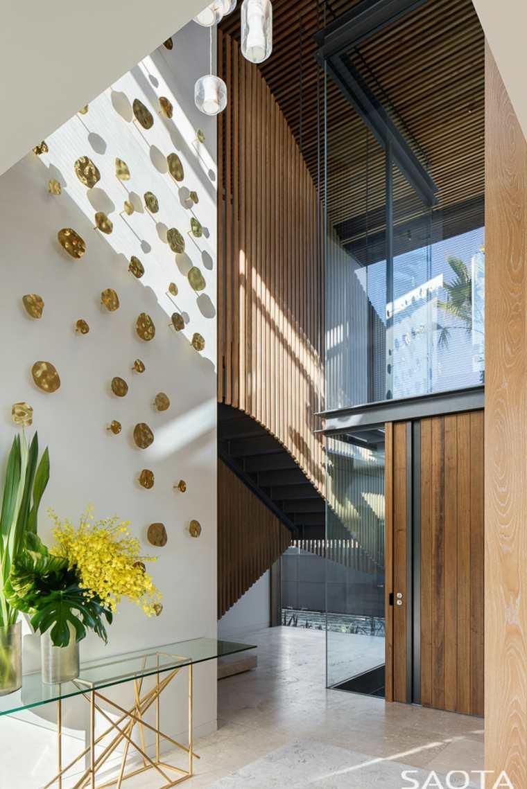 entrada-principal-madera-clara