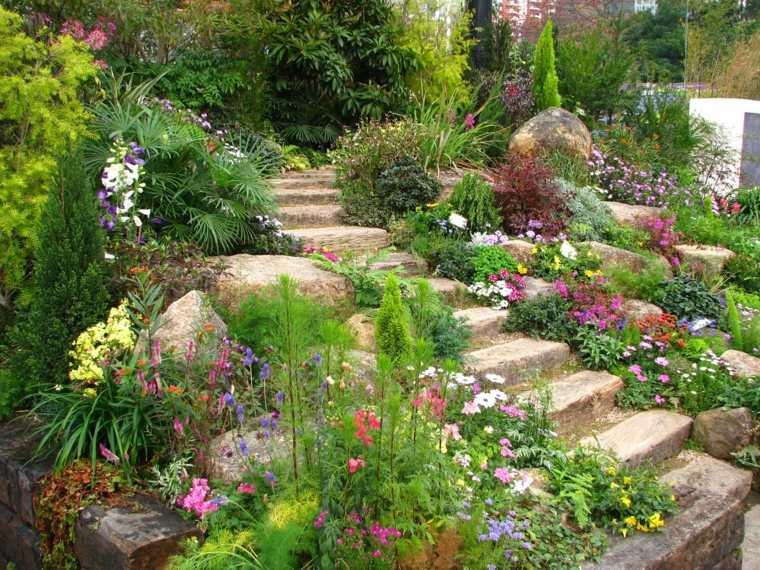 escalera-rodeada-de-piedras