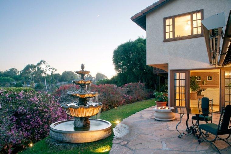 fuente-grande-jardin-diseno-moderno