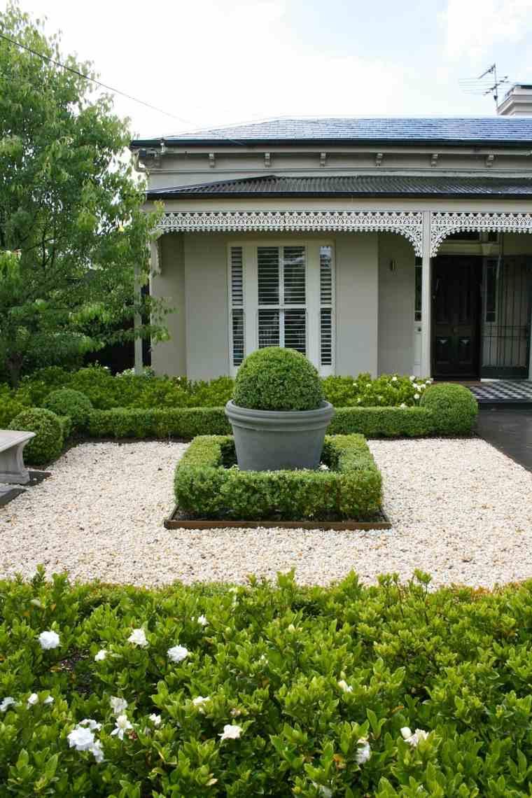 ideas-para-decorar-un-jardin-rustico-piedras-maceta-grande