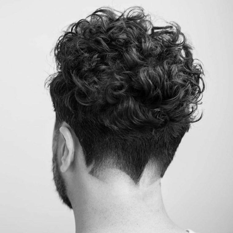 Peinados Modernos Para Hombre Tendencias Primaveraverano 2018 - Cortes-de-pelo-rizado-hombre