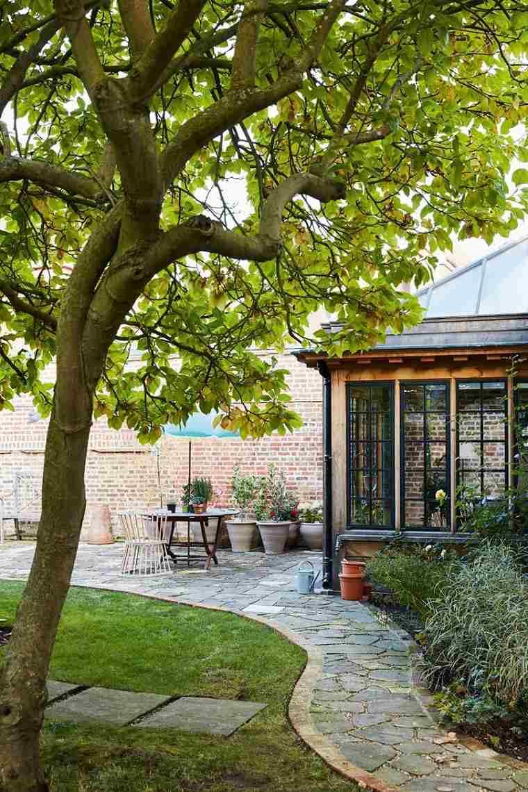 jardin-bello-estilo-original-camino-piedras