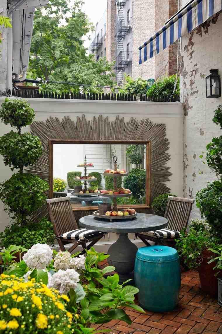 jardin-pequeno-plantas-opciones-espejo-grande